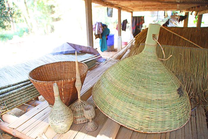 ผลิตภัณฑ์จักสานของหมู่บ้าน