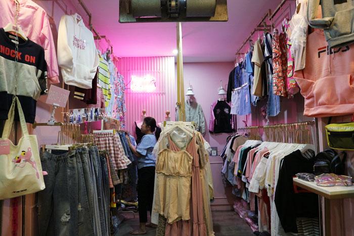 เลือกซื้อร้านเสื้อผ้าแฟชั่นเกาหลีสุดอินเทรนด์