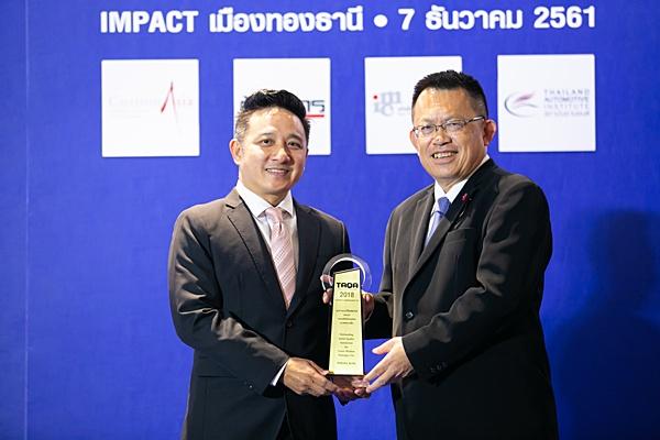 รถนั่งส่วนบุคคล ขนาดกลางเล็ก /โตโยต้า อัลติส รับรางวัล โดย ประพันธ์ จันทร์วัฒนพงษ์ ผู้ช่วยกรรมการผู้จัดการใหญ่ บริษัท โตโยต้า มอเตอร์ ประเทศไทย จำกัด
