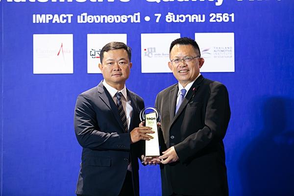 รถนั่งส่วนบุคคล ขนาดเล็ก / โตโยต้า วีออส รับรางวัล โดย บิณฑ์ สินรุ่งเรือง ผู้ช่วยกรรมการผู้จัดการใหญ่ บริษัท โตโยต้า มอเตอร์ ประเทศไทย จำกัด
