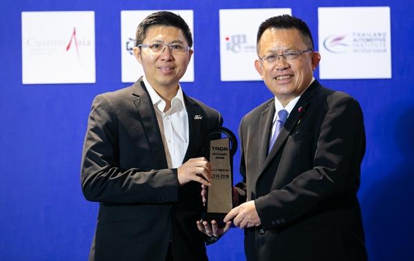 ควบคุมขับขี่ได้ดี / ฟอร์ด โดย กมล ธีระมงคลรัศมี รองกรรมการผู้จัดการ บริษัท ฟอร์ด ประเทศไทย จำกัด รับรางวัล ( ได้รางวัลนี้ 5 ปีติดต่อกัน ในปีนี้จึงคว้ารางวัล Excellent Award ด้วย)