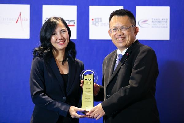 รูปลักษณ์ดึงดูดใจ / บีเอ็มดับเบิลยู โดย ขวัญตา จันทร์ส่องแสง ผู้จัดการฝ่ายวางแผนการขาย บริษัท บีเอ็มดับเบิลยู ประเทศไทย จำกัด รับรางวัล