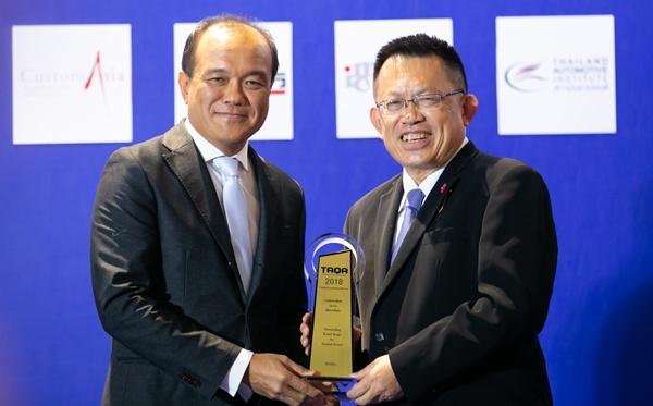 ยี่ห้อน่าเชื่อถือ / ฮอนด้า โดย พิทักษ์ พฤทธิสาริกร ประธานเจ้าหน้าที่บริหารปฏิบัติการ บริษัท ฮอนด้า ออโตโมบิล (ประเทศไทย) จำกัด รับรางวัล
