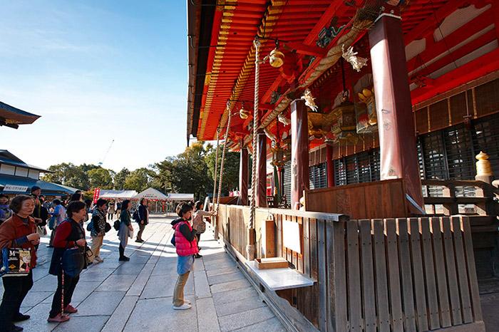 ญี่ปุ่นเป็นอีกหนึ่งประเทศที่มีความเชื่อในเรื่องการไหว้สิ่งศักดิ์สิทธิ์ขอพรเรื่องความรัก(ภาพ : JNTO )