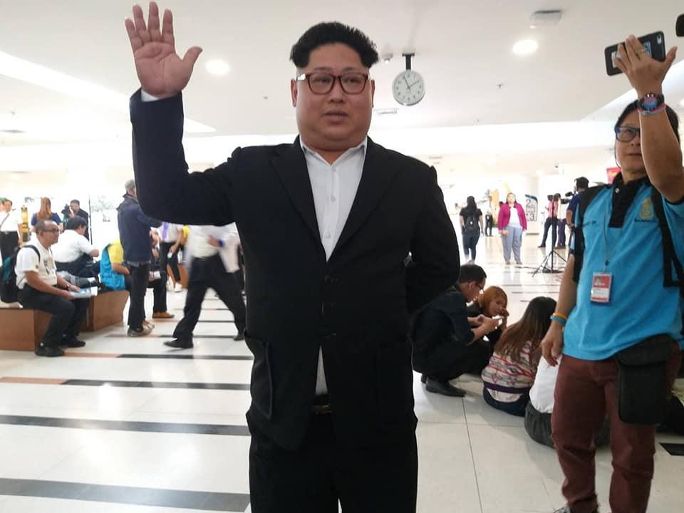 ก๊อปเกรดเอ! ชายคอสเพลย์คิมจองอึน โผล่กกต.เอาฮาขอตั้งพรรคนิวเคลียร์