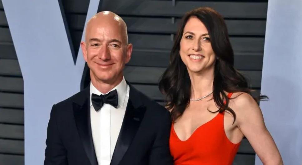 Jeff Bezos เพิ่งประกาศการหย่าร้างกับอดีตภรรยา แมคคินซี เบโซส (MacKenzie Bezos) ในต้นเดือนมกราคมที่ผ่านมา