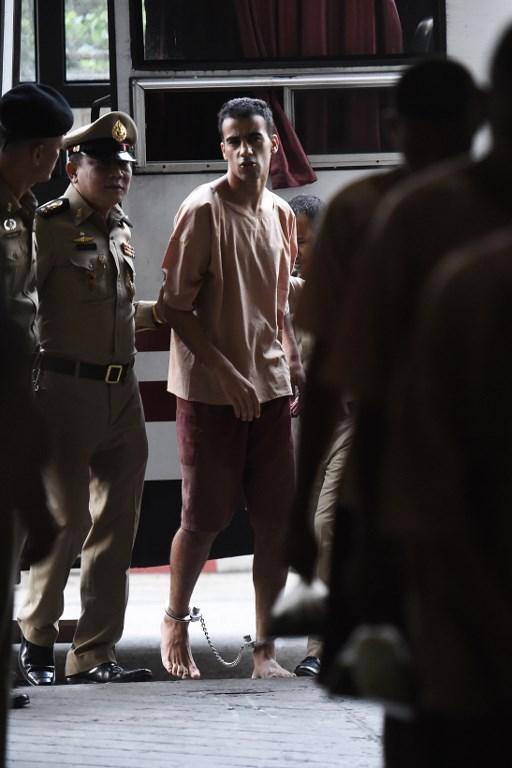 ฮาคีม อัล-อาไรบี นักฟุตบอลผู้ลี้ภัยซึ่งถูกจับในไทย และอยู่ระหว่างกระบวนการพิจารณาส่งตัวเป็นผู้ร้ายข้ามแดนกลับไปยังบาห์เรน