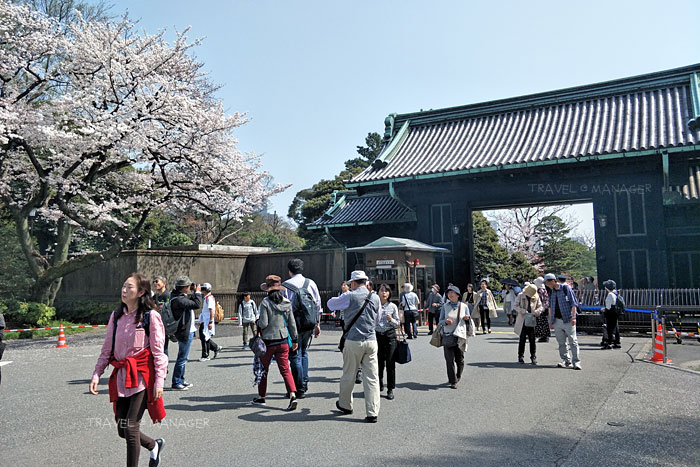 บริเวณทางออกที่ประตู Inui Gate