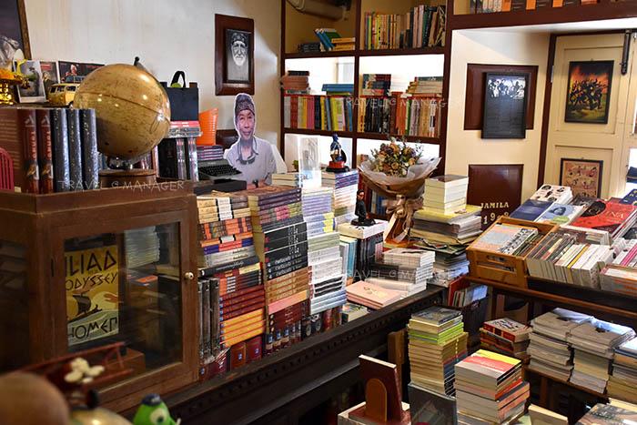 หนังสือหลากหลายในร้าบุ๊คโทเปีย