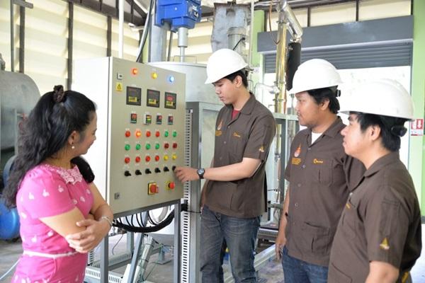 """มทร.ธัญบุรี ชูมหาวิทยาลัยสีเขียว! พร้อมผนึกรัฐขยายผล """"เครื่องต้นแบบแปรรูปขยะพลาสติกเป็นน้ำมันเชื้อเพลิงคุณภาพดี"""""""