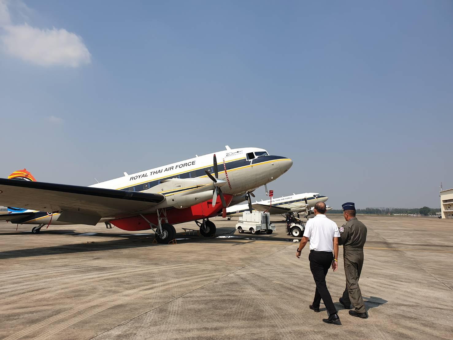 ทัพฟ้าจัดเครื่องบินบรรทุกน้ำ 3,000 ลิตร ฉีดพ่นจับฝุ่นเหนือเขตบางเขต-วังทองหลาง รับมืออากาศปิด