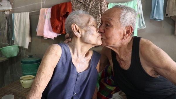 วาเลนไทน์ไม่มีความหมาย!พบคู่รักตายายเมืองเลยครองรักนาน70ปี ยังรักกันทุกวัน