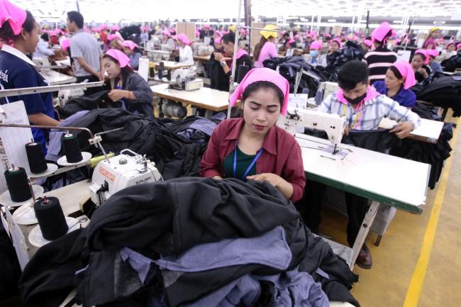 สหภาพแรงงานวิตกยุโรปขู่ยกเลิกสิทธิการค้าทำสภาพคนงานแย่หนัก