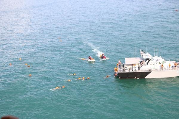 กองทัพเรือซ้อมแผนช่วยเหลือผู้ประสบภัยทางทะเล บริเวณอ่าวศรีราชา