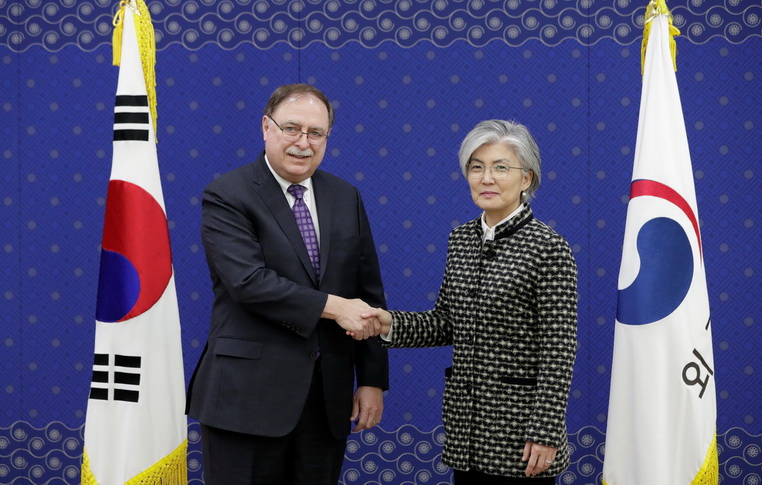 "Weekend Focus: เกาหลีใต้ยอมจ่าย ""ค่าคุ้มครอง"" เพิ่มให้สหรัฐฯ  แลกคงทหารไว้ป้องปราม 'โสมแดง'"