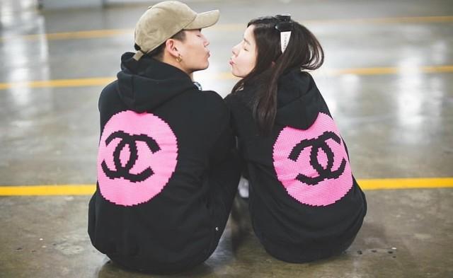 """ควันหลงวาเลนไทน์ """"ฮั่น - จียอน"""" หวานหนักใส่เสื้อคู่ทำเบาหวานขึ้นตา"""
