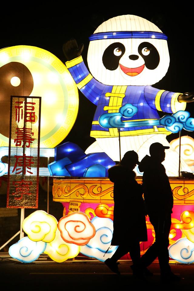 เทศกาลโคมไฟและเทศกาลศิลปะในเขตหยุนหยาง เมืองซื่อหยาน มณฑลหูเป่ย (ภาพไชน่าเดลี)