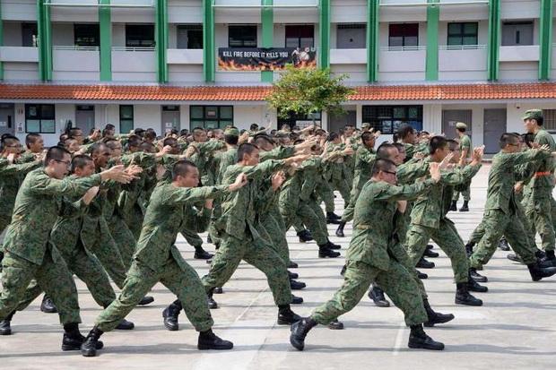 ในไทยมีคนอยากยกเลิก แต่สิงคโปร์เข้มจ่อจับนักบอล'เข้าคุก'ตามกม.'ทุกคนต้องเป็นทหารเกณฑ์'