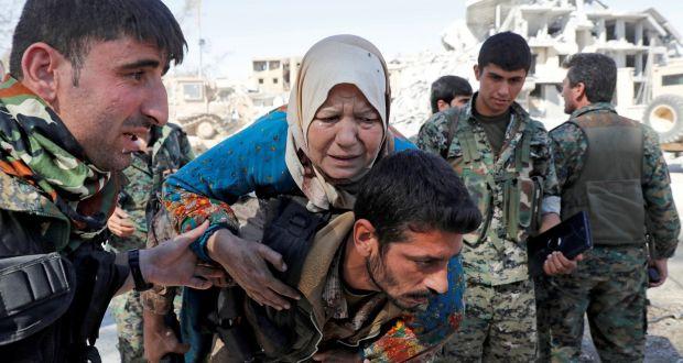 """นักรบซีเรียเริ่มอพยพ """"พลเรือน"""" ออกจากพื้นที่สุดท้ายของไอเอส ก่อนโจมตีปิดฉาก"""