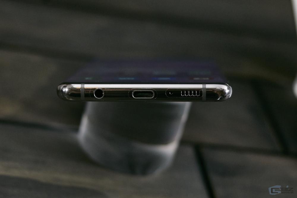 พอร์ต USB-C และช่องเสียบหูฟัง
