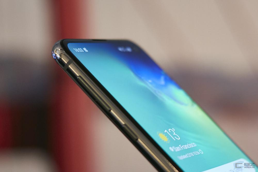 Galaxy S10e ปุ่มปรับระดับเสียง และ Bixby