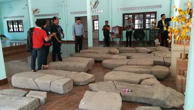พบใบเสมาโบราณอายุกว่า1,400 ปีที่บ้านผือ ชาวบ้านวอนช่วยสร้างพิพิธภัณฑ์เก็บรักษา