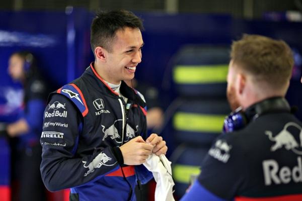 """""""อัลบอน"""" ยึดท็อป 5 เทสต์ F1 ยกแรก """"โตโร รอสโซ"""" ประทับใจฝีมือ"""