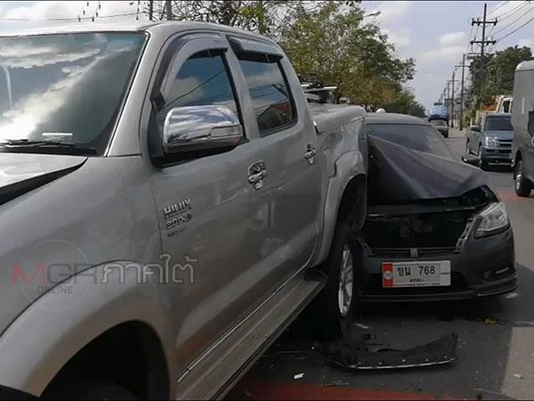 ระทึก! เกิดเหตุรถยนต์ชนท้าย 4 คันรวดก่อนถึงทางรถไฟ ทม.บ้านพรุ