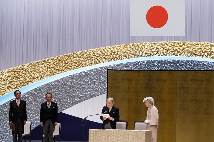 สมเด็จพระจักรพรรดิเร่งให้ญี่ปุ่น 'เปิดกว้างต่อโลกภายนอก' เพิ่มมากขึ้น