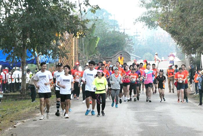 """ครั้งแรกในไทย""""เที่ยวไป วิ่งไป"""" สโลว์ไลฟ์เมืองพะเยา สัมผัสชุมชนน่ารัก-น้ำตกอุ่นหนึ่งเดียวในไทย/ปิ่น บุตรี"""