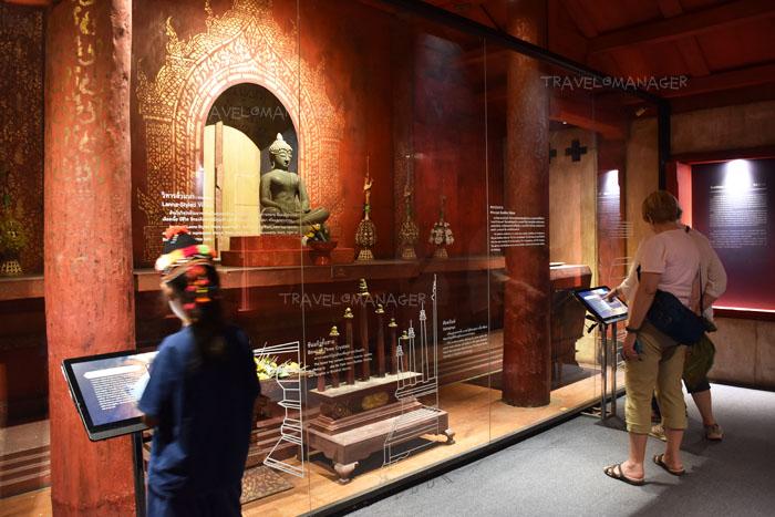 นักท่องเที่ยวเรียนรู้ประวัติศาสตร์