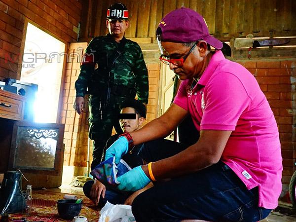 ทหารตำรวจบุกค้นบ้านต้องสงสัยที่พัทลุง ยึดกระท่อม ยาบ้า และอาวุธปืนปากกาเพียบ