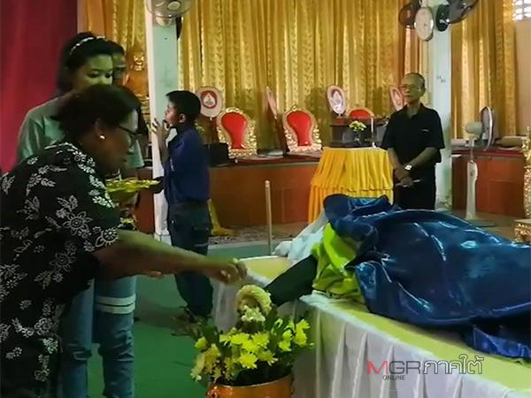 """สุดเศร้า! ศพ """"ส.ต.ท.นเรศว์"""" เหยื่อคนร้ายยิงดับที่นราฯ ล่าสุดถึงบ้านเกิด เตรียมฌาปนกิจศพ 2 มี.ค.นี้"""