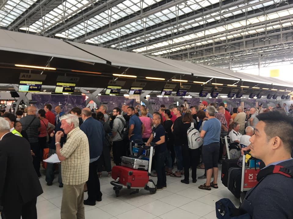 สุวรรณภูมิแทบแตกผดส.ตกค้างเกือบ5พันคน  - การบินไทยจ่อเพิ่มเที่ยวบินพิเศษ