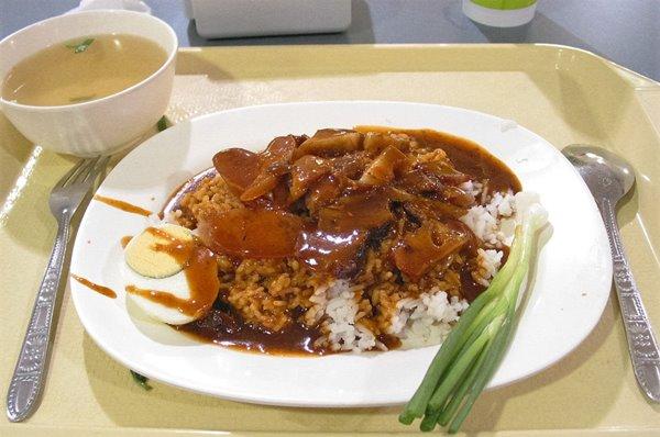 ข้าวหมูแดง ขอบคุณภาพจาก https://www.taithaione.com/tw/article/201