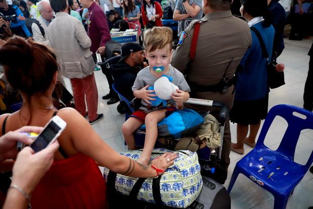 อลหม่าน!!ผู้โดยสารตกค้างทั่วโลกนับหมื่นจากวิกฤตอินเดีย-ปากีฯ พบกระทบหนัก'การบินไทย'