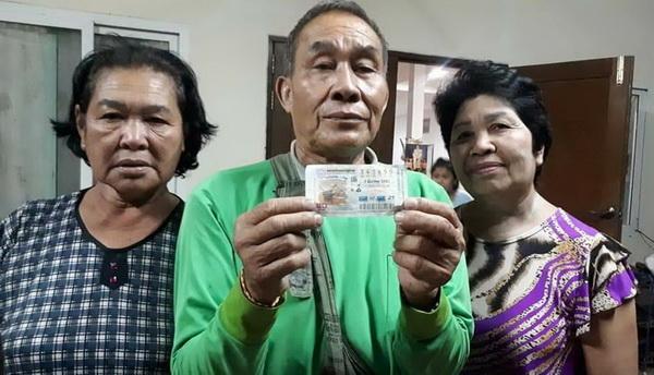 นายนวล ปาระมี อายุ 62 ปี ชาวอ.ภูหลวง จ.เลย ดวงสุดเฮง ถูกลอตเตอรีรางวัลที่ 1