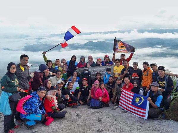 """เยาวชนเดินทางผจญภัยชมทะเลหมอก """"ฆูนุงซิลิปัต"""" 1 ใน 15 ทะเลหมอกอันซีนไทยแลนด์"""