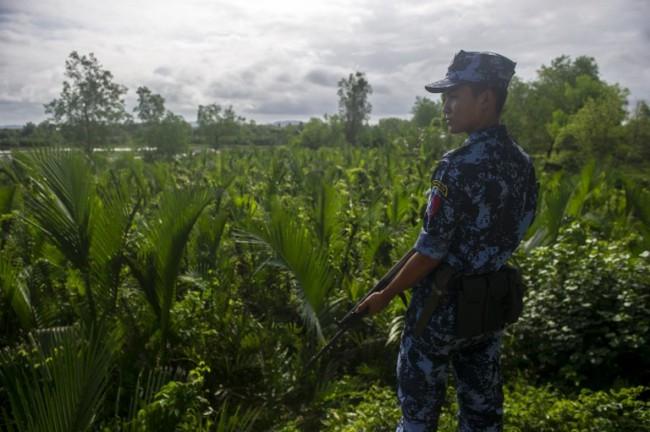 ทหารพม่าหลงป่าข้ามแดนบังกลาเทศไปไกล จนท.คุมตัวส่งกลับประเทศ