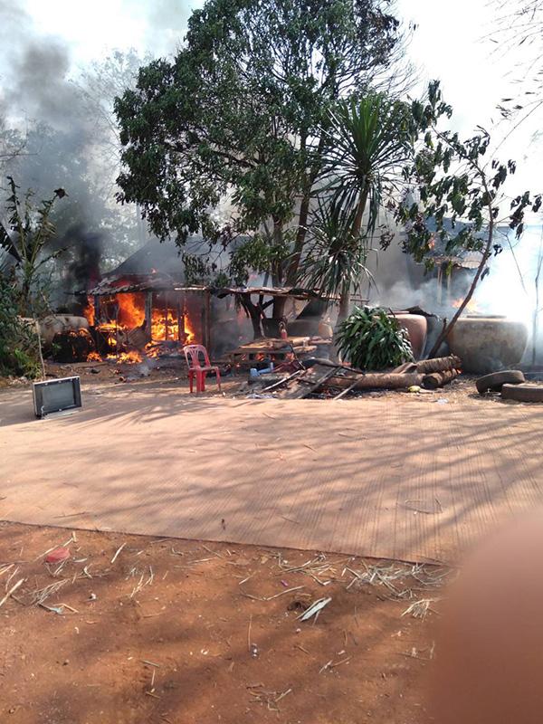 เกิดเหตุเพลิงไหม้หมู่บ้านเขาสามชั้น วอด 5 หลัง คาดไฟฟ้าลัดวงจร