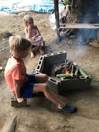กิจกรรมยอดฮิตคือเผาข้าวหลาม ซึ่งสร้างความสนุกสนานพร้อมความอร่อยให้กับนักท่องเที่ยวเป็นอย่างดี
