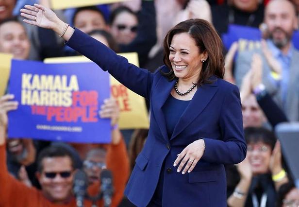 """In Clips :สุดอึ้ง!! """"คามาลา แฮร์ริส"""" ตัวเต็งผู้สมัครหญิงผิวสีเดโมแครตชิงปธน.สหรัฐฯ 2020 รับเงิน """"ทรัมป์-อิวองกา"""" ตอนเลือกตั้งอัยการรัฐแคลิฟอร์เนีย"""