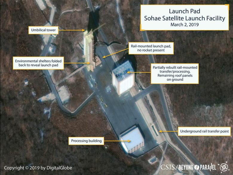 นักวิจัยจากโครงการ Beyond Parellel ของ CSIS เปิดเผยภาพถ่ายดาวเทียมบริเวณสถานีปล่อยดาวเทียมโซแฮในเมือง ตงชาง-รี ของเกาหลีเหนือ เมื่อวันที่ 2 มี.ค. ซึ่งแสดงให้เห็นว่ามีการซ่อมแซมแท่นเคลื่อนย้ายจรวดที่ติดตั้งบนราง (Photo: .  CSIS/Beyond Parallel/DigitalGlobe 2019 via REUTERS)