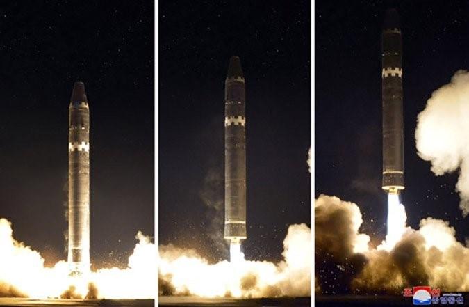 ขีปนาวุธพิสัยไกลข้ามทวีป ฮวาซอง-15 ของเกาหลีเหนือ (แฟ้มภาพ)