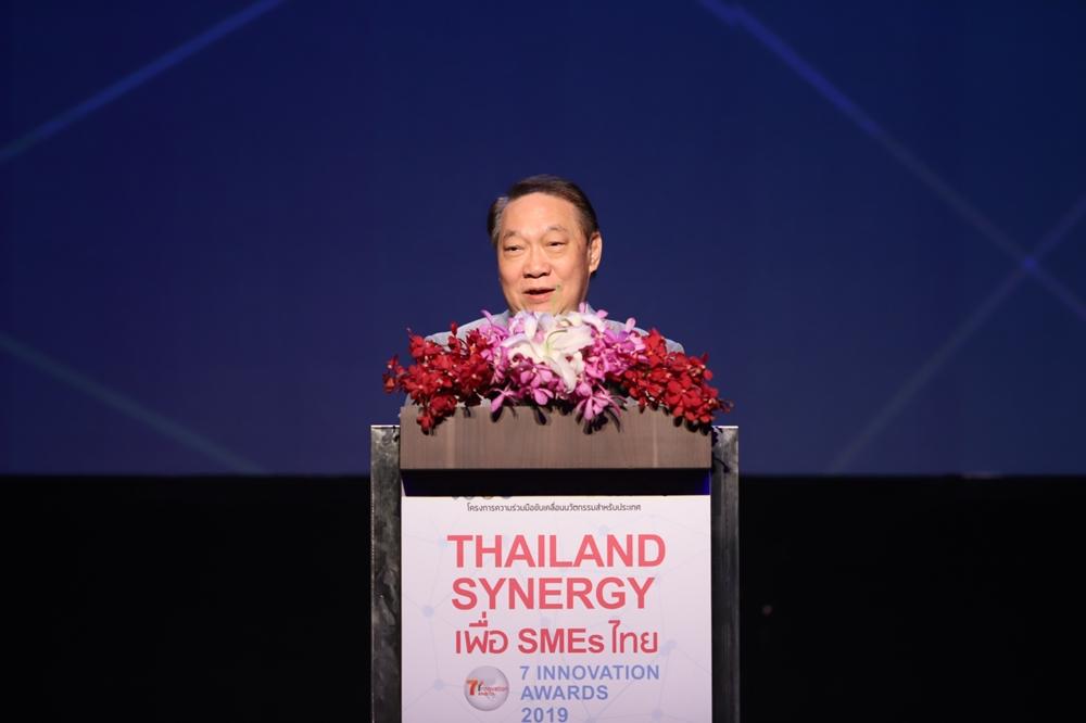 นายก่อศักดิ์ ไชยรัศมีศักดิ์ ประธานกรรมการบริหาร บริษัท ซีพี ออลล์ จำกัด (มหาชน) และผู้ก่อตั้งร้านเซเว่น อีเลฟเว่น ในประเทศไทย