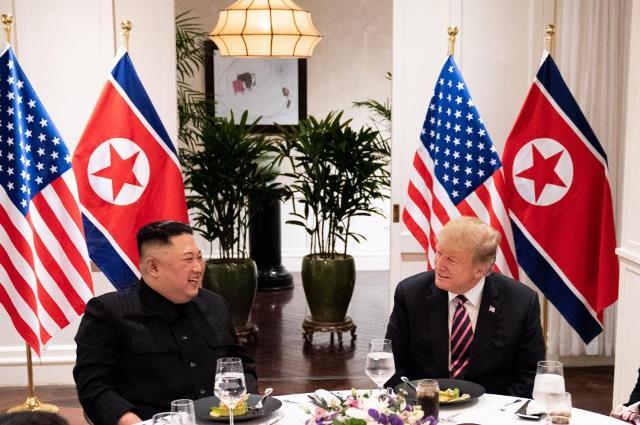 """เกาหลีเหนือทำ """"สารคดีประชุมซัมมิท"""" อวดช็อตหวานคิม-ทรัมป์ แต่ไม่พูดถึงความล้มเหลว"""