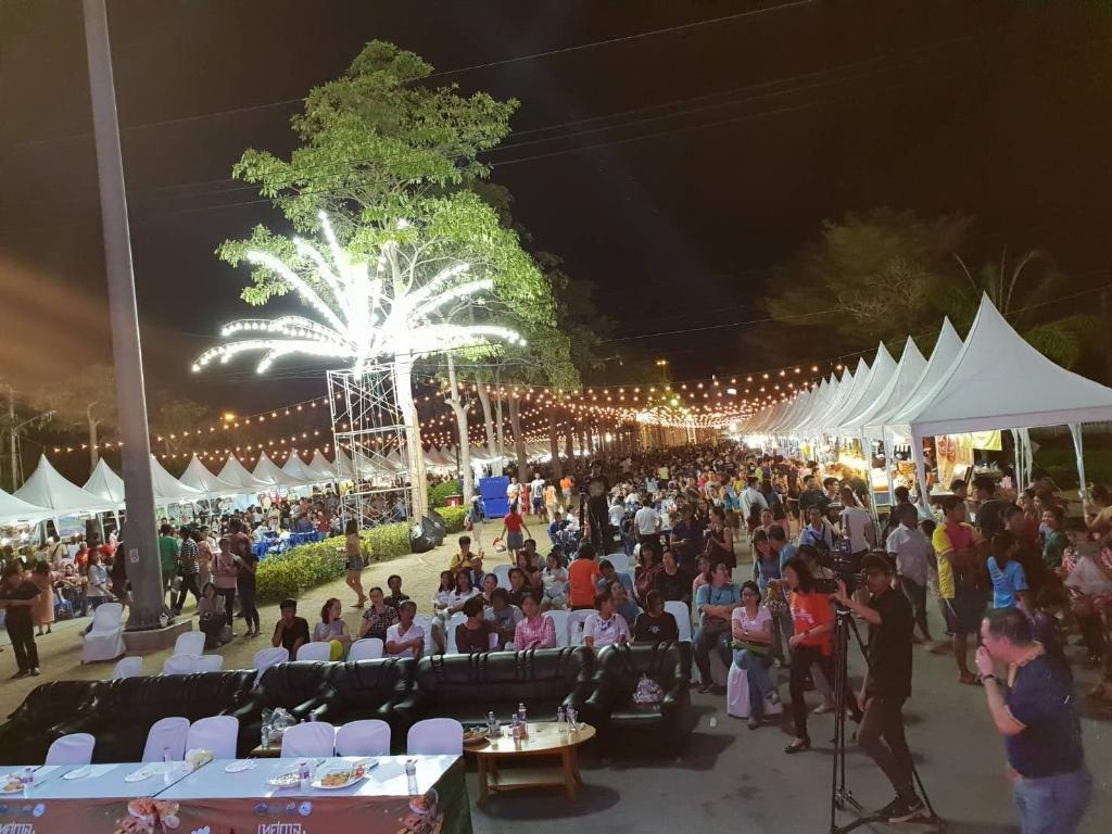 งานเทศกาลอาหารอร่อย ระยอง...ฮิ สุดฮอต ประชาชนแห่บริโภคดันยอดขายทะลุ 7 ล้านบาท