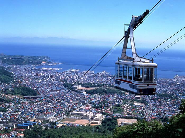กระเช้าไฟฟ้าที่ภูเขาเท็งกุยะมะ (ภาพ : JNTO)