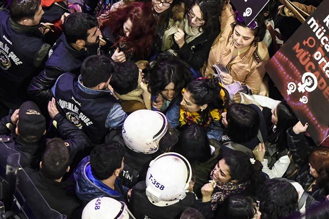 การประท้วงรับวันสตรีสากล ตุรกี