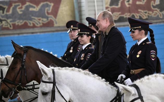 ประธานาธิบดี วลาดิมีร์ ปูติน ฉลองวันสตรีสากลในรัสเซีย